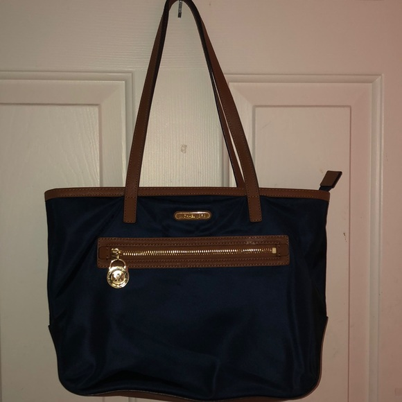 Authentic MICHAEL KORS totebag! NEW CONDITION!